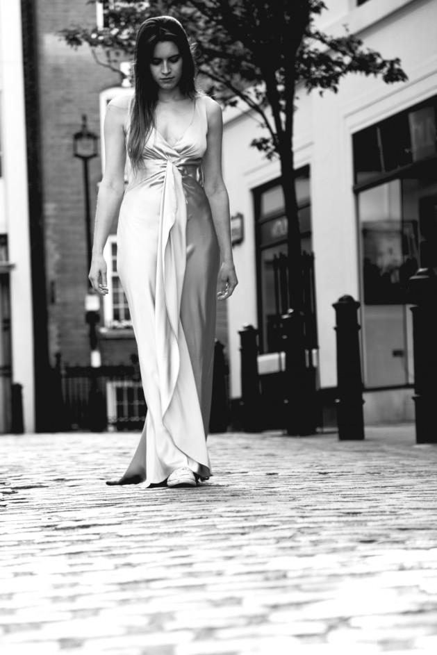 Annie Hall, Dawn walk though London